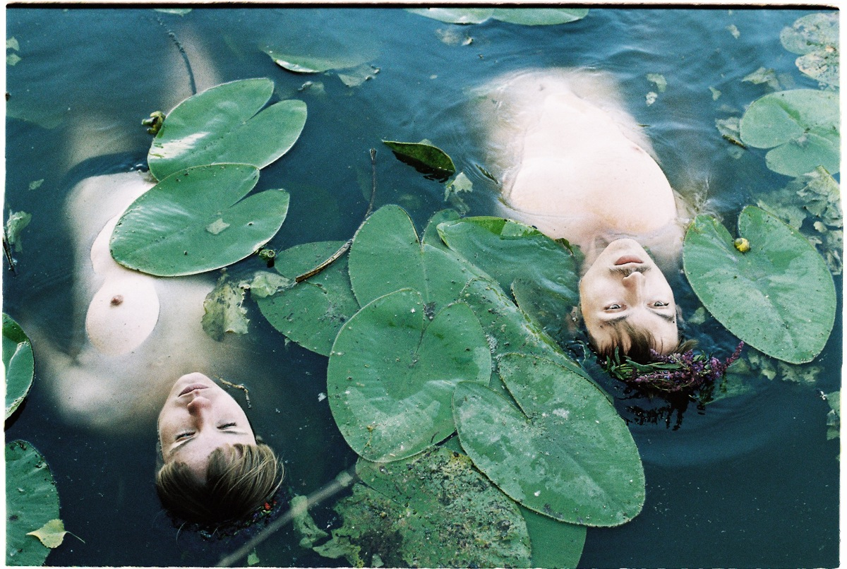 laura kovanska photography magazine online phosmag child lake czech republic